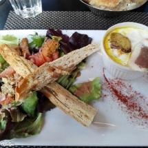Salade et oeuf cocotte au foie gras au restaurant La côte et l'arrête Toulouse