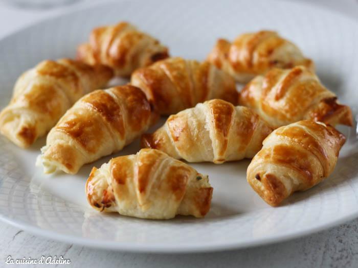 Croissants au saumon fumé pour l'apéritif