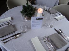 Dressage table restaurant Le Chatelain