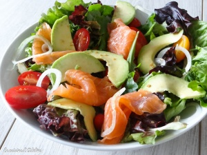salade saumon fumé avocat tomate oignon