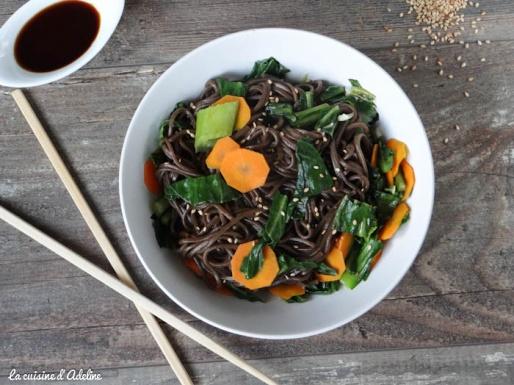 Nouilles soba chou chinois carotte wok