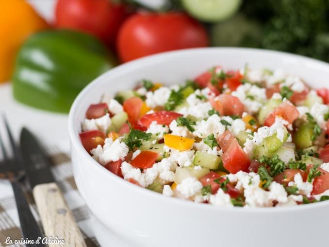 Salade Sopska tomate poivron concombre oignon recette
