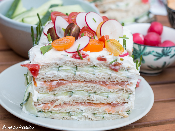 Sandwich cake au saumon fumé et crudités (intérieur)