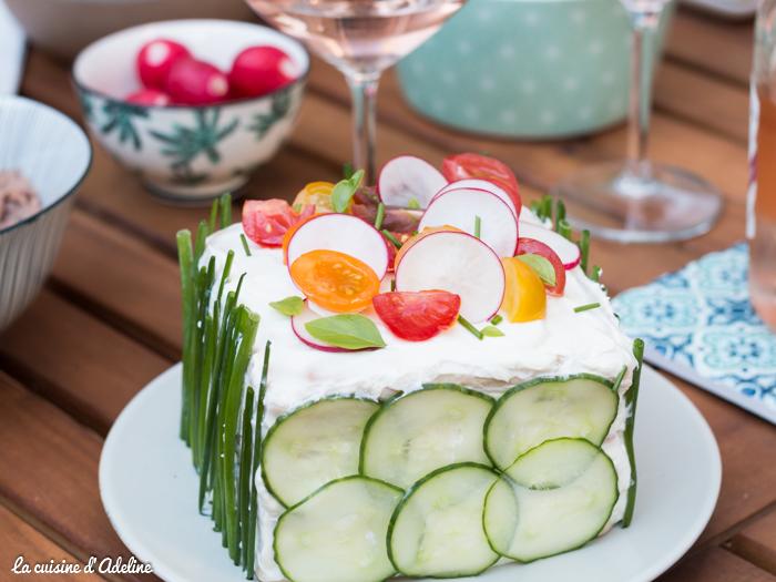 Sandwich cake au saumon fumé et crudités - Recette pique-nique