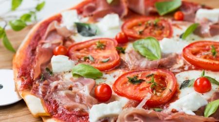Pizza jambon cru tomate mozzarella recette facile