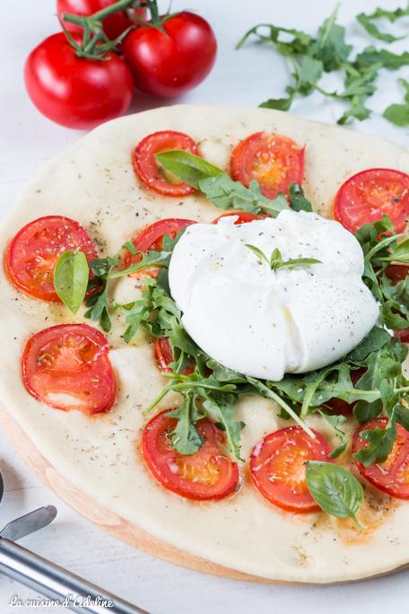 Pizza blanche à la burrata tomate et roquette recette maison
