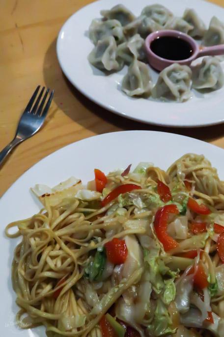 Nouilles sautées et dumplings