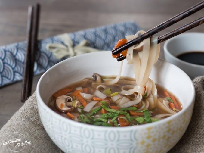 Bouillon asiatique aux légumes et sauce soja