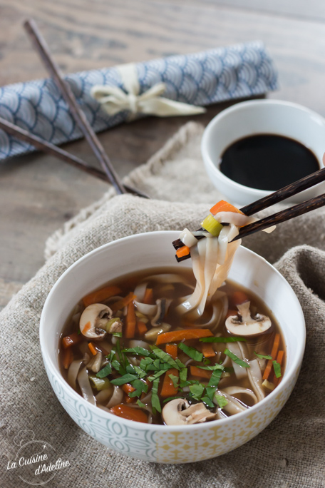 Bouillon asiatique aux légumes recette végétarienne