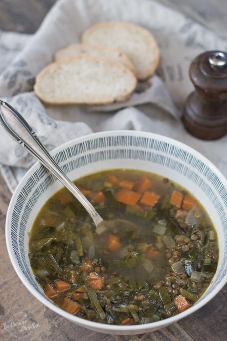 Soupe de lentilles carottes et poireau recette végétarienne